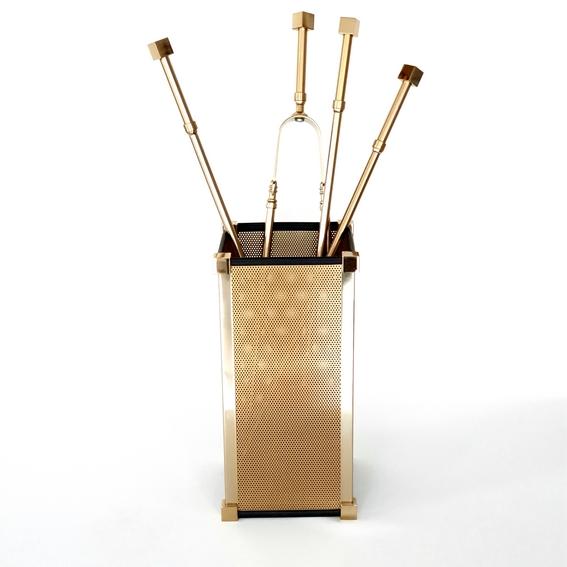 Κουβαδάκι με εργαλεία τζακιού